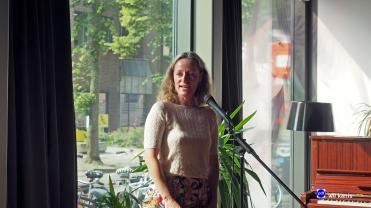opening expositie portretten Leeuwenkuil 4 mw van Balen beleidsadviseur cultuur van de provincie